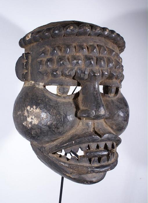 masque africain bamoun